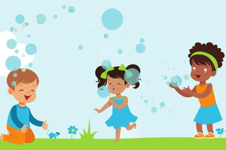 Enfants jouant dans le vent